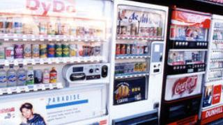 自動販売機の取り出し口とお釣りはなぜ取りにくいのか?